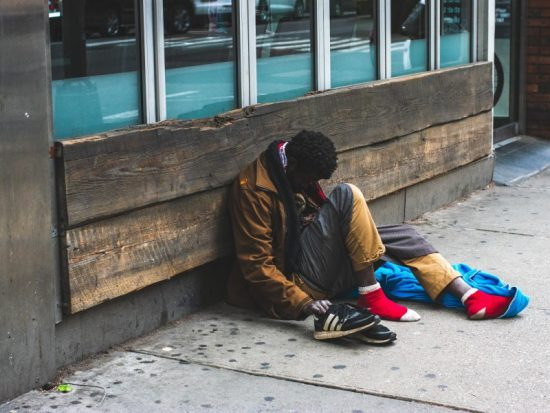 Czego bezdomny nauczył mnie o zarabianiu pieniędzy – afera z Arleną Witt